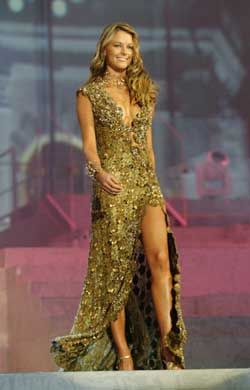 Miss Universe 2004 Jennifer Hawkins of Australia wore an unusual vintage copper gown that was designed by Bora and cost A$25,000