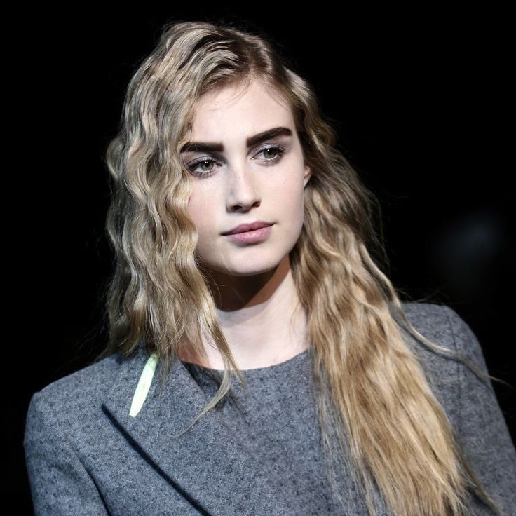 Giorgio Armani Fall 2014 Hair and Makeup   Runway Pictures ...way too much brow in my opinion