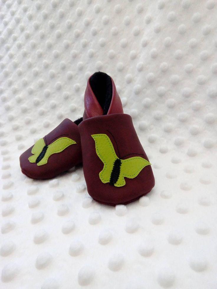 Chaussons bébé simili cuir papillon, chaussons souples bébé bordeaux, cadeau naissance, cadeau noel, cadeau shower, cadeau babyshower #chaussonssouples #chaussonsbebe #chaussonscuir #chaussonsfaitmain http://etsy.me/2Ee20yp