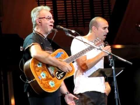 "▶ Leon Gieco - Cosquin 2011- junto a Abel Pintos y Andres Gimenez- ""Cinco Siglos igual"" - YouTube"