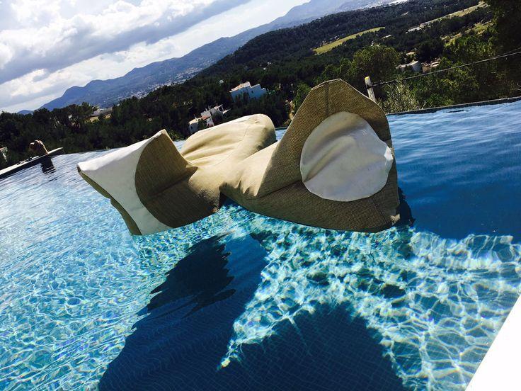 INPOOL, la nuova collezione di pouf galleggianti firmati Xpouf - www.xpouf.com - Comunicazione & PR www.valeriasartorio.com + www.assensigiorgia.com