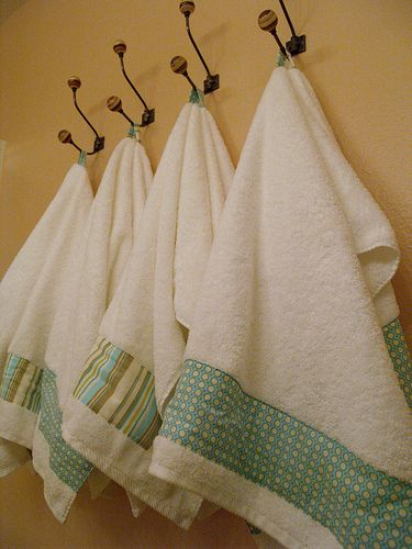 Best 25 bath towel decor ideas on pinterest decorative - Decorative hand towels for bathroom ...