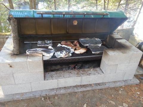 L'été approche, et qui dit été, dit repas en plein air. Alors riendemieux qu'un barbecue fait maison pour profiter de ces instants magiques. Etapepar étape, découvrez toutes les photospour fabriquer votre propre barbecue.
