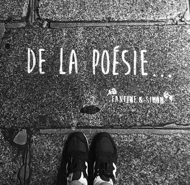 De La Poésie... In the streets of Paris • By Fantine & Simon • #Paris #streetart #urbanart #graffiti #stencil #fantinetsimon #photography www.fantineetsimon.com ©Fantine&Simon