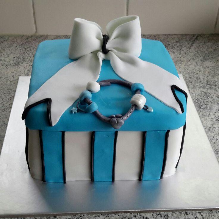 Gift box cake with Pandora