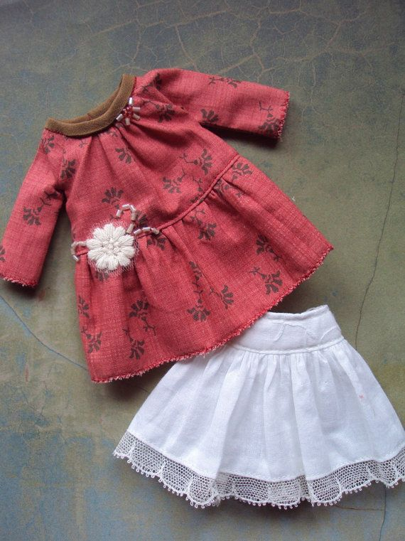 Delicate smock dress for Blythe-red par moshimoshistudio sur Etsy