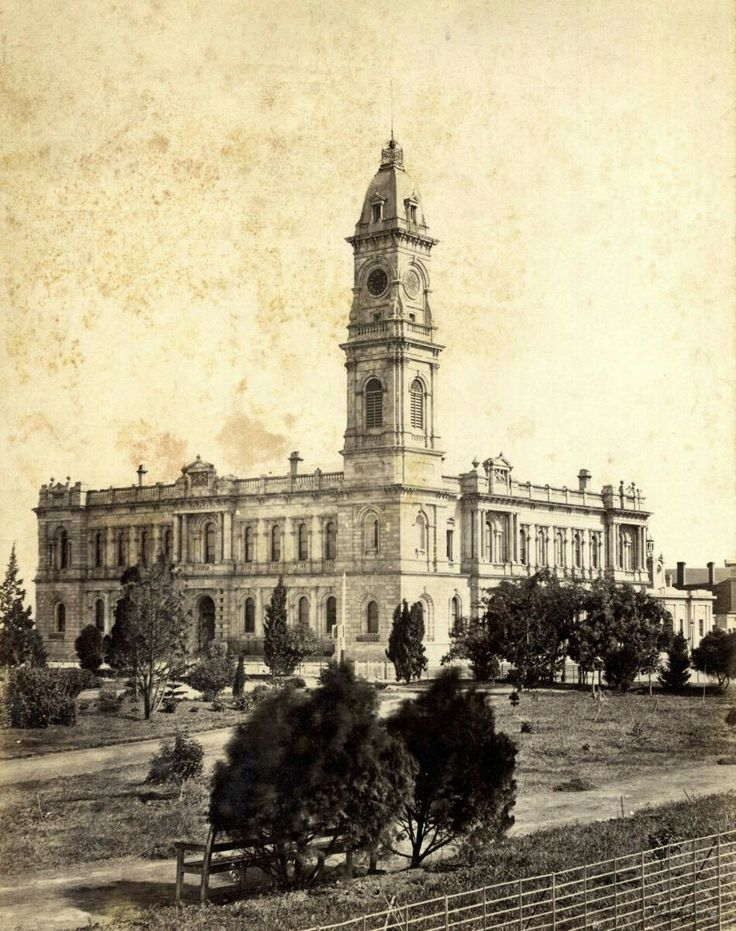 The General Post Office at 141 King William St,Adelaide,South Australia in the 1870s.