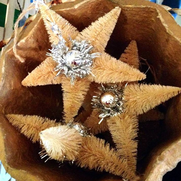 bottle brush tree stars. I love Vintage Christmas!