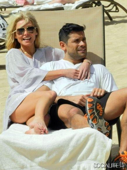 Kelly Ripa And Husband Mark Enjoying The Beach In Oahu