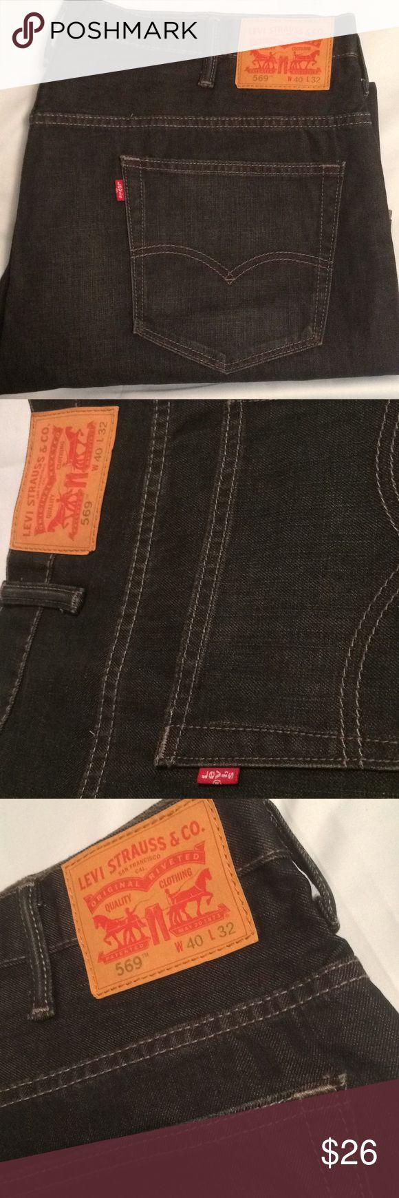 Levi's Strauss & Co. 569 blue denim Jeans 40 x 32 Levi's 569 blue denim jeans. Waist 40 Length 32 Like new. Levi's Jeans