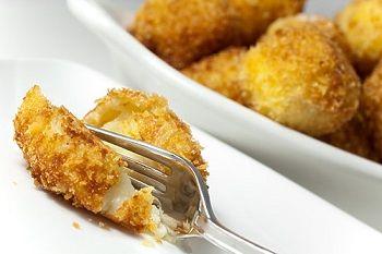 Сырные пончики с картошкой с чесноком