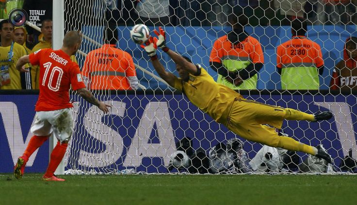 World Cup 2014: The Netherlands vs Argentina Semi-Final Highlights - Argentina's goalkeeper Romero saves the third penalty shot from Sneijder of the Netherlands during a penalty shootout in their 2014 World Cup semi-finals in Sao Paulo . MICHAEL DALDER/REUTERS