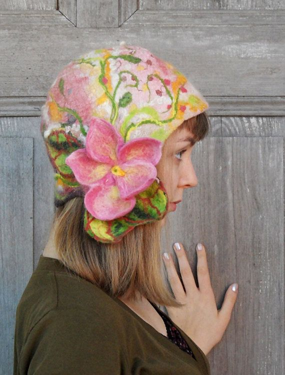 Beautiful and unique felted cloche hat, retro style hat, pink stylish hat with pink flower and green leaves. Its made nuno felted technique with silk fabric and merino wool, decorated with wool fleeces, silk fibers and pieces of silk fabric. Flower isnt sewn, it was felted together with hat. Warm, light and elegant. Head circumference -ca 54 - 56 cm ( 21 - 22 inches )