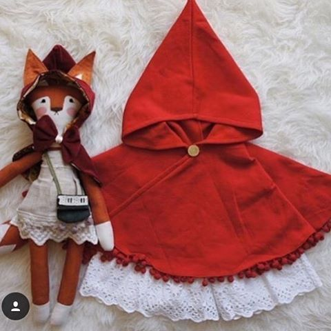 Who's ready for fall?! Just finished up 200 more Little Red Riding Hood swing capes to fill orders and for wholesale that will be packed up tonight and tomorrow. These have a 2-3 week turnaround then they take 5-10 days to ship to Europe, North America, Singapore etc, so if you'd like one of these for fall, Halloween please get those orders in now ❤️❤️❤️