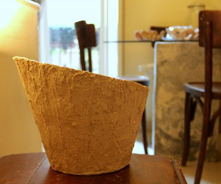 Lamp Giglio del Nilo. Table lamp, made entirely by hand in Mortar of Geris. Processed on a form-base specially made according to the project, it is deformed and dried at room temperature.