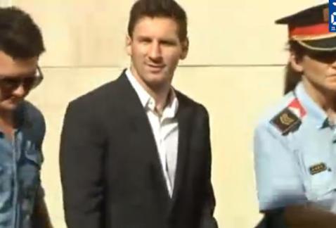 Messi vrijgesproken van belastingfraude. Zijn pa hangt wel 1,5 jaar gevangenisstraf boven het hoofd..