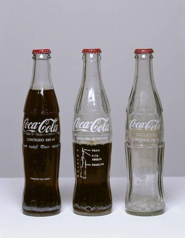 """#ARTE CONCEPTUAL Arte conceptual. Cildo Meireles  """"Coca-Cola Project""""  1970. La obra es mas importante que el objeto. Desarrollando la estimulación de quien lo observa."""