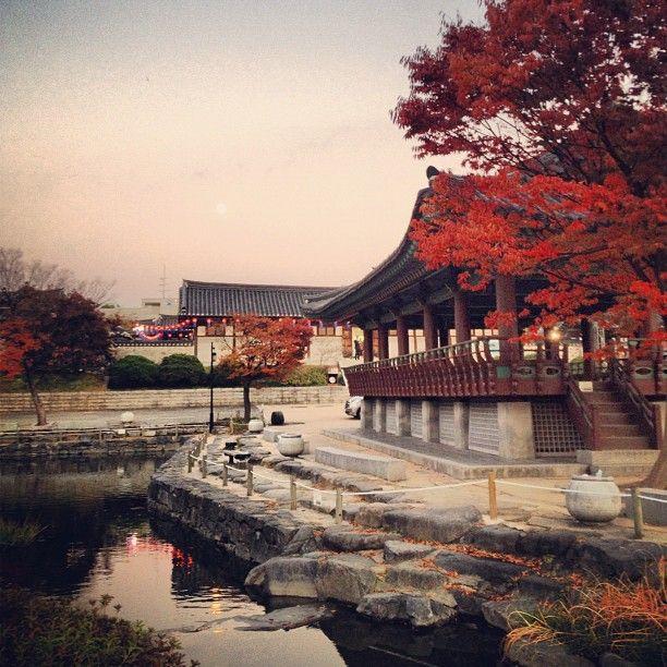 "@qunoo's photo: ""남산한옥마을..#Seoul #autumn #fall #view #heritage #한옥 #igaddict #igdaily #ignation #instacool #instagood #instalove #instamood #instagrammer #instagramhub #bestagram #bestoftheday #picoftheday #photooftheday #all_shot #instagramers #insta_mazing #igers #iphoneonly"""