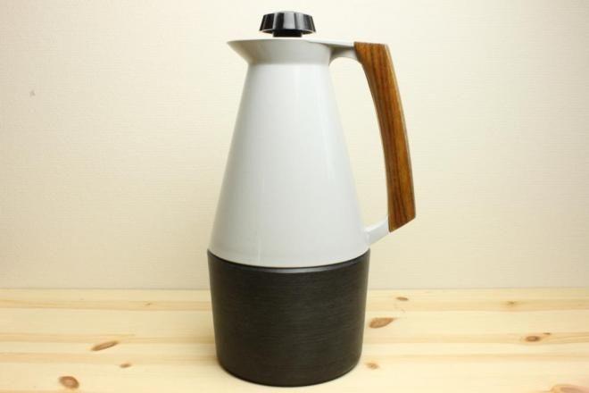 スウェーデン製プラスティックの保温ポット - 北欧雑貨&ビンテージ食器 北欧デザイン・ストックホルム便