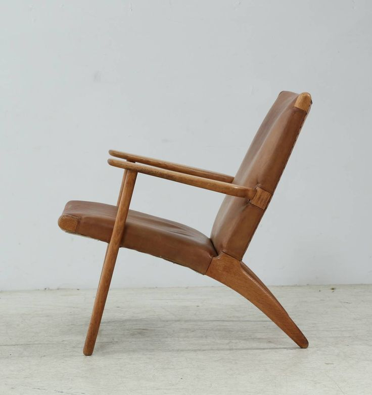 Model Ch-25 Hans Wegner Lounge Chair in Leather   From a unique collection of antique and modern armchairs at https://www.1stdibs.com/furniture/seating/armchairs/