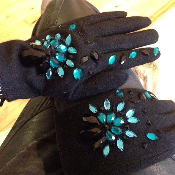 Opera gloves by Linda