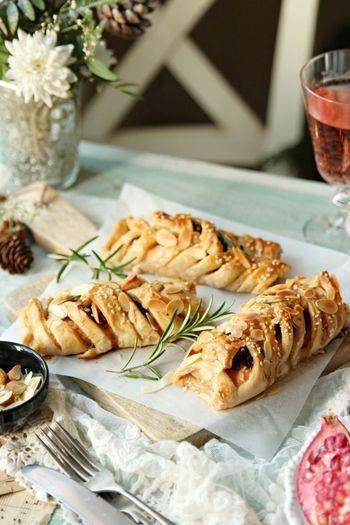 魚も野菜もお肉派も! 今年のクリスマスは食卓が華やぐメインディッシュ ... ペストリー生地材料:小麦粉250g、冷たいバター250g、塩小さじ1/2