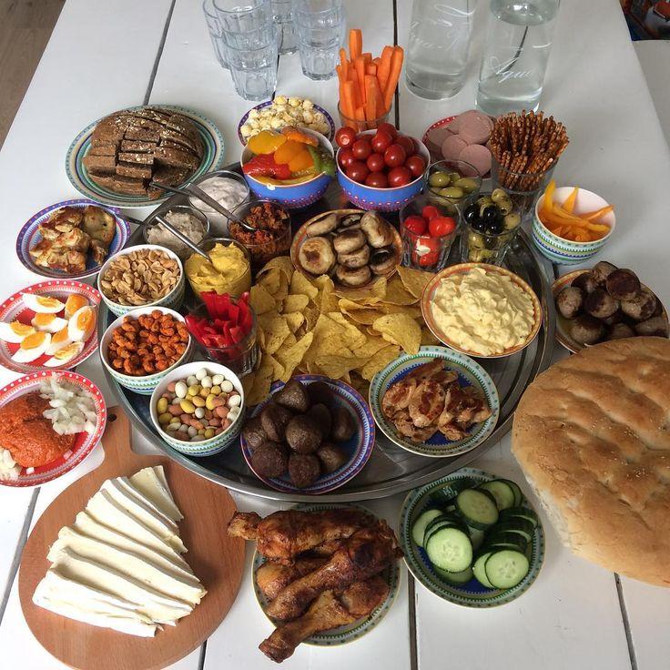 Alles staat klaar! In de oven staan nog wat hapjes en een broodje. Straks gezellig familie te eten! #dutch #foodie #foodporn #foodpics #foodspam #familymeal #dutchtapas #hapjes #snacktime #healthylife #healthyfood #fitmom #fitdutchies #homemade #fitgirlnl #fitfamnl #gewichtsconsulente #foodcoach #fitfood #healthyeating #healthylifestyle #fitanddutch #healthymom