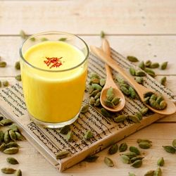 I made this delicious Indian street drink called Kesar Badam Milk or Spiced Almond Milk with Saffron for Holi (Indian festival of colours)