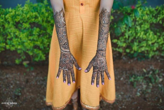 Mehandi - The Wedding Rituals! Photos, Hindu Culture, Beige Color, Bridal Mehandi, Arabic Mehandi, Wedding pictures, images, vendor credits - Just Men Just Kidding, Aviraj Saluja, WeddingPlz