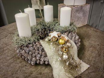 Starke Schlichtheit #Adventskranz #Kerzen #weiß #Floristik #Adventsdeko  EBK-Blumenmönche Blumenhaus – Google+