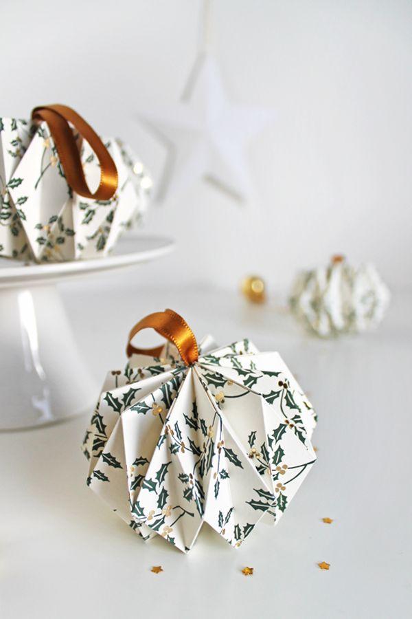 giochi di carta: Christmas origami balls                                                                                                                                                                                 More