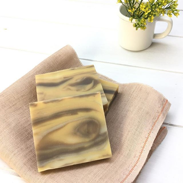 trying to make wood grain soap 😅 #woodsoap #monday #soapmaking #soap #soapshare #artisansoap #minibartherapy #handmade #handmadesoap #aromatherapy #hobby #amecraftsoap #onthetable #bathroom #minimal #crafts #savon #jabon #natural #coldprocesssoap #pastel #ハンドメイド #手作り石けん #cpsoap #石けん #수제비누