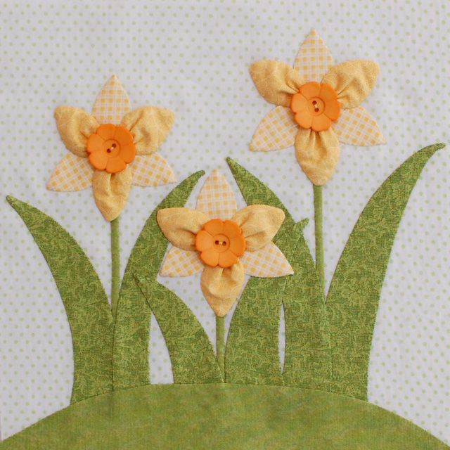 tutorial - Erin Russek's Dimensional Daffodil. Downloadable daffodil block, too. Love Erin's blog!