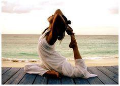 4 exercices de Yoga contre le mal de dos pour vous relaxer et retrouver la forme tout en faisant de l'exercice, bon aussi pour le mental.