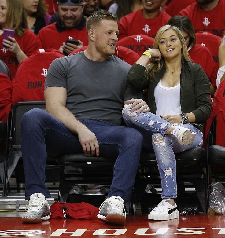 See JJ Watt next to normal sized humans makes me wonder when his Marvel comic book is coming out. Is that a thing? http://j.mp/2proDKN IFTTT Buffer from twitter