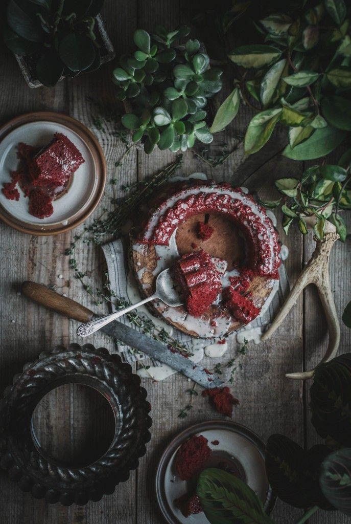 RED VELVET CAKE Z LUKREM Z KOZIEGO SERA I TYMIANKU | MAGAZYN SMAK / PRZEPISY I ZDJĘCIA: Beth Kirby / localmilkblog.com
