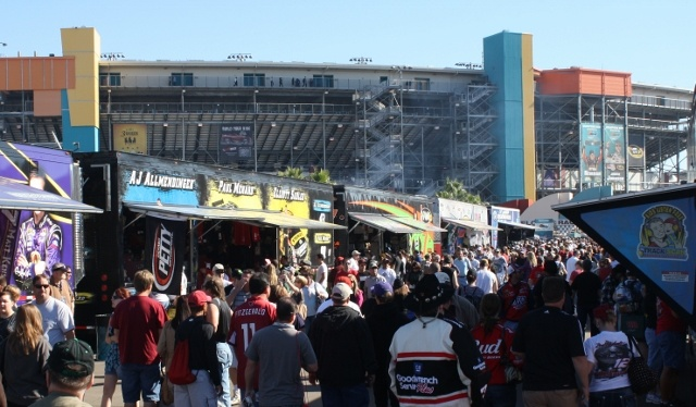 NASCAR Racing at Phoenix International Raceway - See More @gr8traveltips