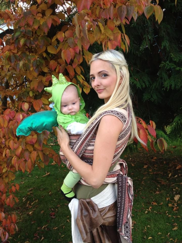 i love this babywearing costume evelyn is daenerys targaryen with her baby dragon from game toddler costumesdiy costumescostume halloweencostume - Dragon Toddler Halloween Costume