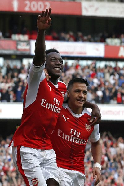 Arsenal's English striker Danny Welbeck (L) celebrates with Arsenal's Chilean striker Alexis Sanchez after scoring their second goal of the English Premier League football match between Arsenal and Manchester United at the Emirates Stadium in London on May 7, 2017.  / AFP PHOTO / IKIMAGES / Ian KINGTON / RESTRICTED TO EDITORIAL USE. No use with unauthorized audio, video, data, fixture lists, club/league logos or 'live' services. Online in-match use limited to 45 images, no video emulation…