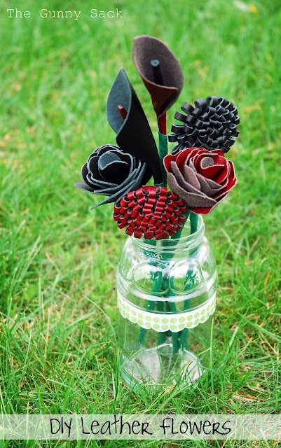 Leather Flower Bouquet: Black Bags, Leather Flowers, Bouquet Glad, Flower Bouquets, Leather Work, Glad Black, Recycled Art Projects