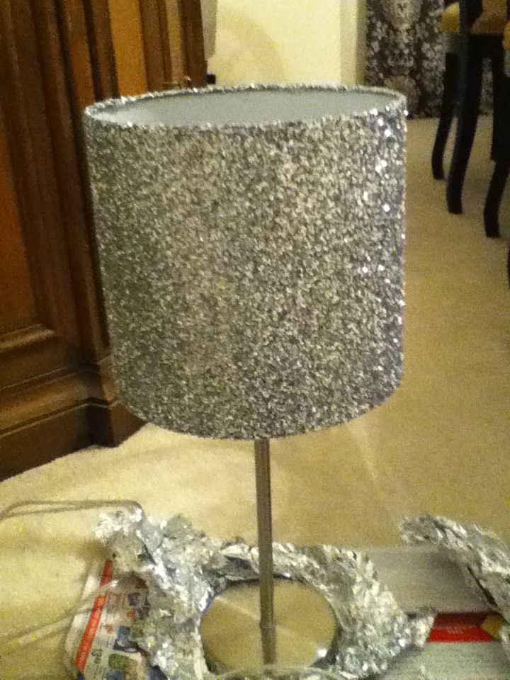 DIY LAMP SHADE! Modge podge +glitter+ lampshade= Glittery lamp shade!!