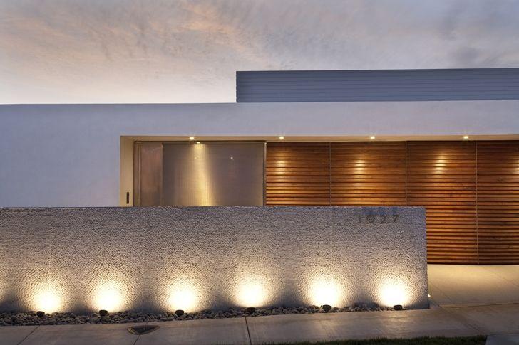 Modern Bauhaus: Modern Bauhaus: CORMAC Residence is beautiful single storey modern home designed by Laidlaw Schultz Architects in Corona del Mar in California.