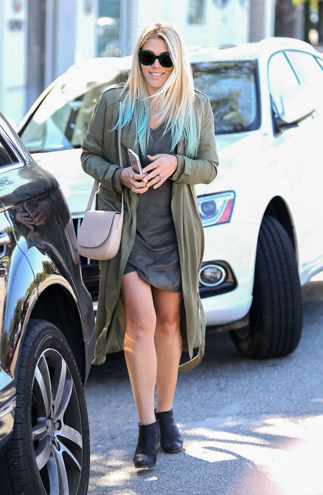 Dip Dye: Busy Philipps' Forever 21 Trench and Blue-Hued Hair Look for Less : The Budget Babe waysify