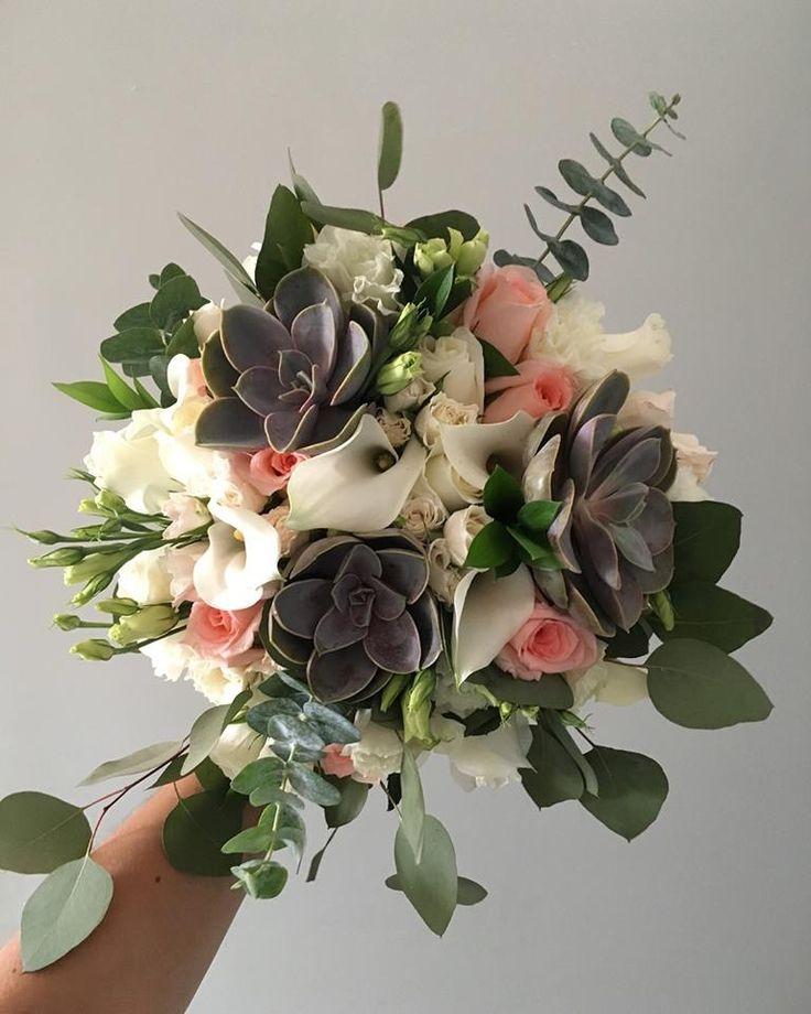 CBC461 wedding Riviera Maya messy floral bouquet with greenery white and pink flowers/ ramo desordenado con follaje y flores s blancas y rosas
