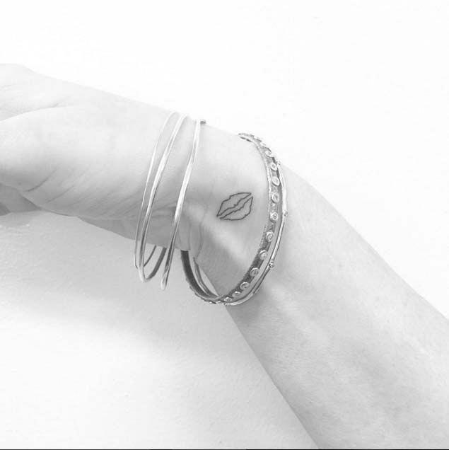 Tiny Lips Tattoo #Tattoosonneck   – Tattoo