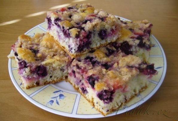 Obrázek z Recept - Superrychlý ovocný koláč s drobenkou