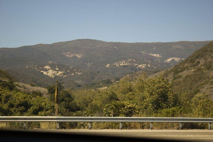 Калифорния штат : флаг штата Калифорния Калифорния (англ. California) — штат США, расположенный на западном побережье страны, на берегу Тихого Океана. Что посмотреть: Сан-Франциско – Рыбацкий причал, Аквариум Монтерей, Кармель-он-зе-Си, Миссия Санта-Барбара, Солванг