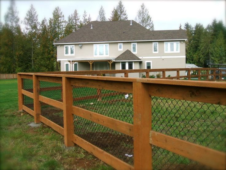 how to build a welded wire fence with wooden posts