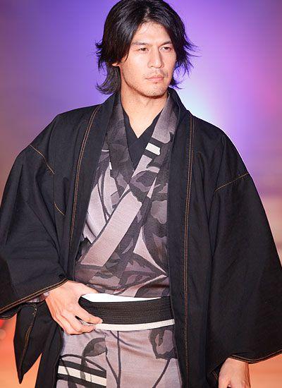 Kimono by Jotaro Saito. http://www.jotaro.net/works/kimono/2011/img/06.jpg