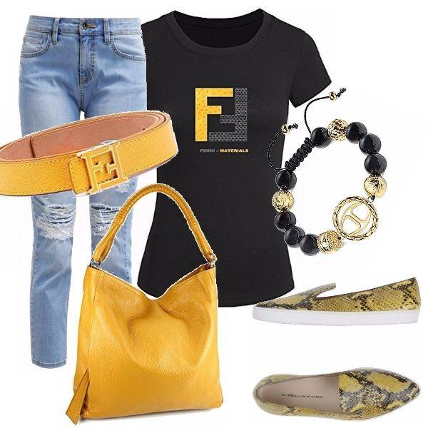 Outfit casual, ma di sicuro effetto! Jeans regular con strappi strategici, abbinato ad una t-shirt nera con logo Fendi. Slip on animalier gialla e nera. Borsa in pelle gialla ad un manico. Cintura gialla Fendi, bracciale nero ed oro.